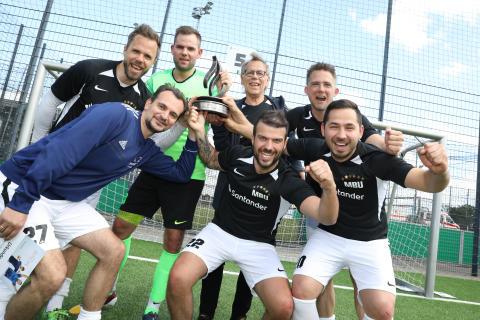 """Ran an den Ball - 13. Ausgabe des """"Santander Fußball Cup"""""""