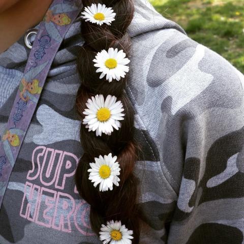 Foto_Maribel Sanguinetti Aguilar_Hon har blommor i sitt hår_MinaKvarter2019_kategori_mångfald