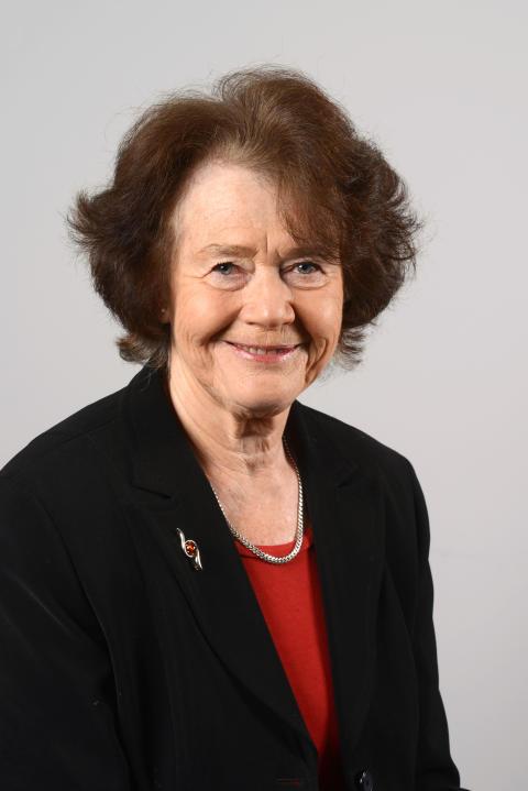 Anne Utter (L)