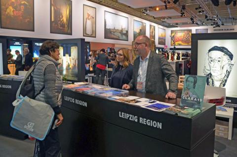 Besucher können sich am Leipzig-Counter auf der Internationalen Tourismus-Börse in Berlin über attraktive Reiseangebote und Veranstaltungen informieren