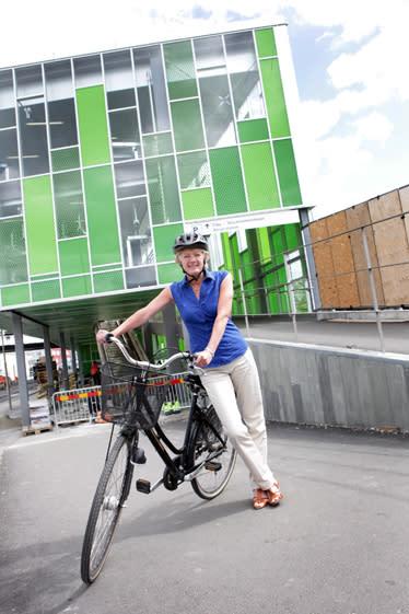 Ulla Hamilton (M): Sverigeunikt cykelparkeringshus underlättar för cykelpendlare