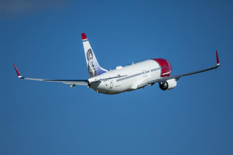 Norwegian's 737-800 Take-Off