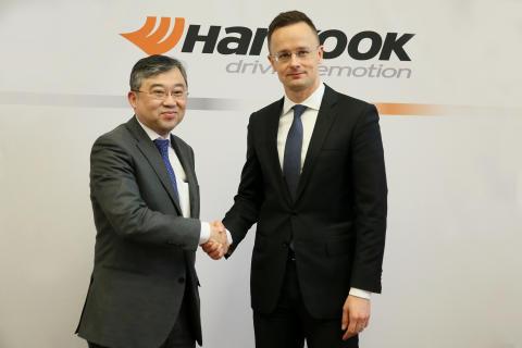 Han-Jun Kim, President för Hankook Tire Europe och Péter Szijjártó, Handels- och Utrikeshandelsminister av Ungern
