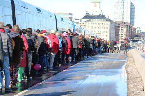 Röda Tråden-marschen i Stockholm samlade drygt 3000 personer