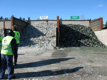 Mellanlagring av färgade och ofärgade glasförpackningar i Forsbacka.