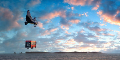 Helikopter flyger med foodtruck mot Island