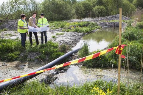 Leif Rehnberg, verksamhetschef för Vatten och avlopp på Örebro kommun, tillsammans med medarbetare