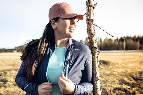 Sara Rönne, traningsgladje.se i Breakaway jacket och Active Comfort tee från Craft