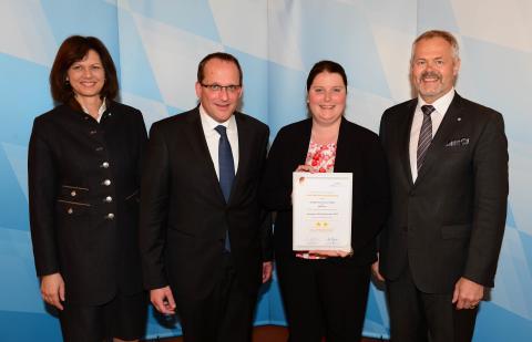 2 Sterne für das Novotel München City Arnulfpark. Ilse Aigner, Jochen Fuchs, Marianne Felix und Ulrich N. Brandl