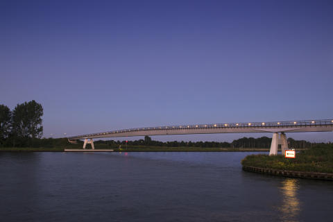 NOMINATED PEDESTRIAN AND CYCLIST BRIDGES: The new Heemsteedse bridge