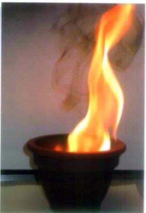 Jouluaatto vetää tulipaloja puoleensa