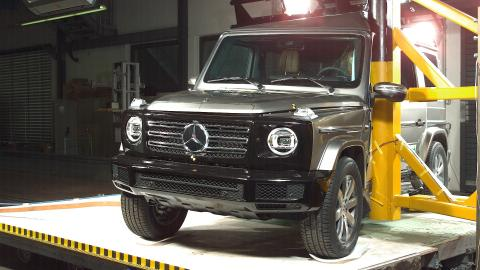 Mercedes- Benz G-Class Pole Crash Test