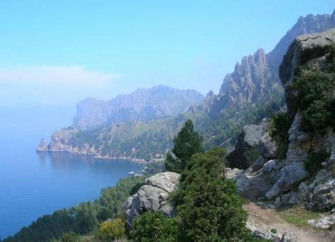 COOL MAJORCA - A 'HOT' AUTUMN DESTINATION FOR RAMBLERS WALKING HOLIDAYS