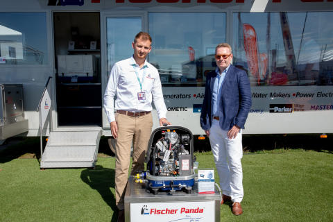 Hi-res image - Fischer Panda UK - Fischer Panda UK's Marketing Director, Chris Fower, and Fairline's Design and Engineering Director, Wayne Huntley, at Southampton Boat Show