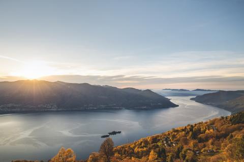 Tessin Lago Maggiore: Blick auf die Brissago Inseln im Lago Maggiore