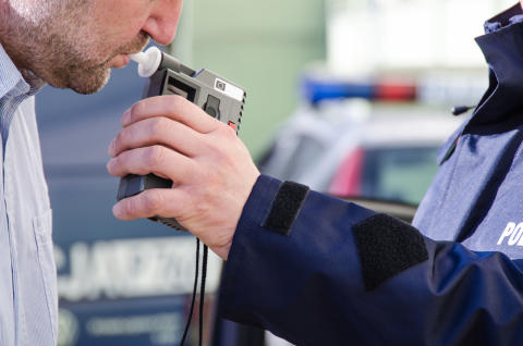 France expected to scrap law requiring drivers to carry breathalysers - RAC comment