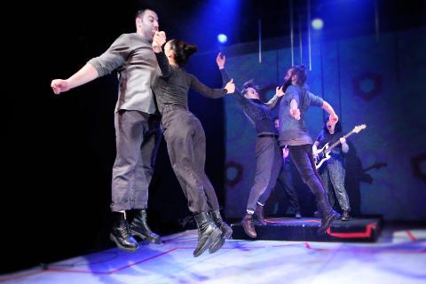 Teater Smuts startar punkband – motståndsstrategier i ett fascistiskt Europa med Teater Smuts