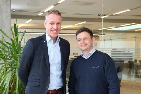 Henrik Hesby, Sverigechef på CLAAS tillsammans med Roger Bengtsson, servicechef Swedish Agro Machinery.