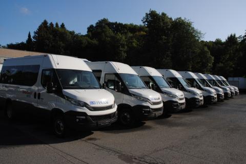 Iveco Norge AS er i gang med en leveranse av 57 Iveco Daily 40C14N 10-seters minibusser til Oslo Taxibuss AS.