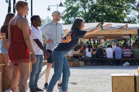 Försäljningsrekord för Boulebar - värmen får alla att spela boule