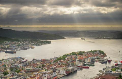 Blick auf Bergen vom Hausberg Fløyen