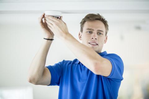 Sørg for at du har røykvarslere i boligen – minst én i hver etasje