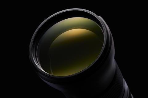 Tamron SP 150-600mm G2, detaljebillede med sort baggrund, billede 3