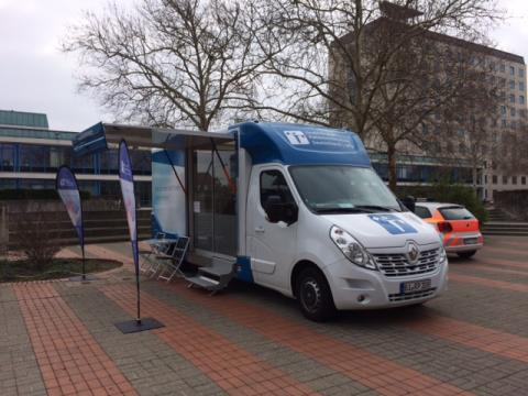 Beratungsmobil der Unabhängigen Patientenberatung kommt am 27. Juni nach Wolfsburg.