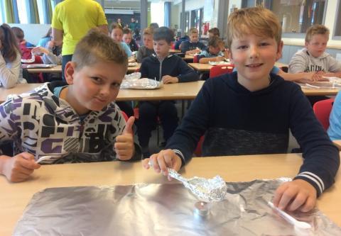 Gutter lærer realfag på Forskerfabrikken Otta_foto Forskerfabrikken