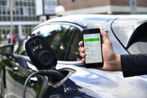 Porsche starter digital opladningsservice for elbiler