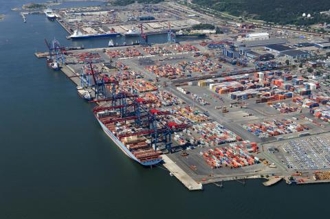 Minskade godsvolymer i Göteborgs Hamn 2009 - Ljusning andra halvåret och fortsatt järnvägsökning
