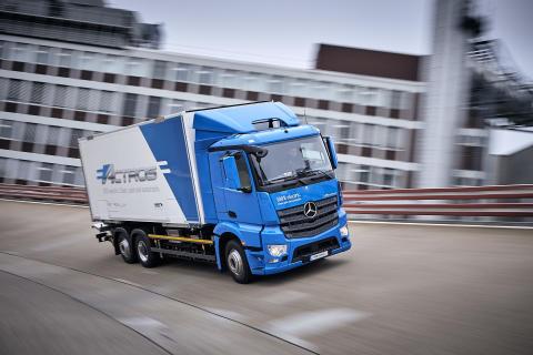 Eldriven Mercedes-lastbil rullar ut hos kunder