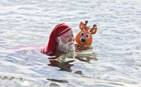 jultomte bader i Øresund