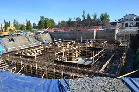 Nu gjuts höghusets cirka 350 kubikmeter betongsula