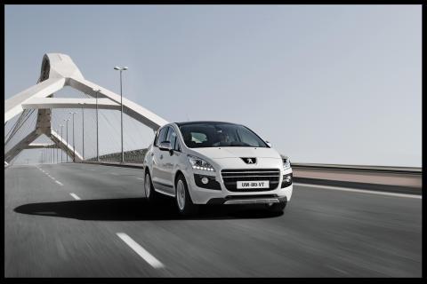 Nu finns världens första dieselhybrid, 3008 HYbrid4, i Sverige!