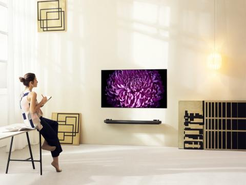 LG revolutionerar tv-branschen med nya supertunna OLED W7