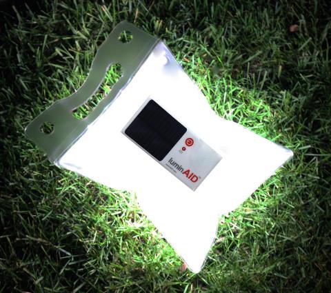 Puhallettava aurinkokennolamppu Luminaid