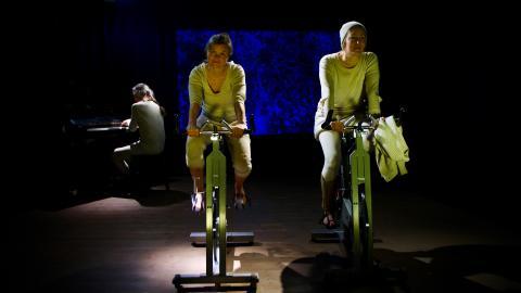 Att cykla eller inte cykla – Långsjö teater utforskar hållbara uttryckssätt: PÅ ÖN (Målgrupp: från 13 år) Premiär September 2019