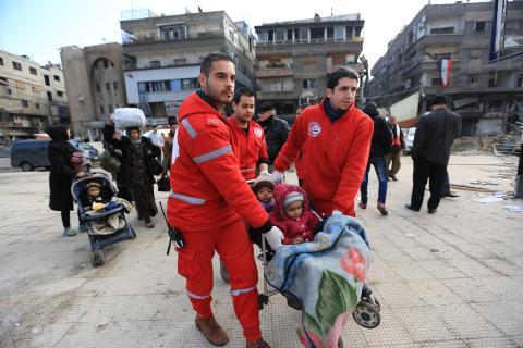 Evakuering av Yarmouk i Syrien - barnvagnar