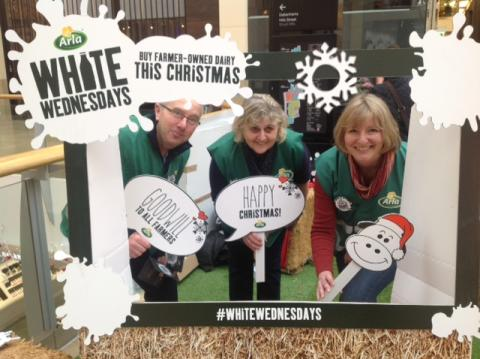 Arla Farmer Owners Spread Christmas Cheer and Thank People for Their Support