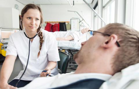 Nyutexaminerade sjuksköterskor får jobb direkt