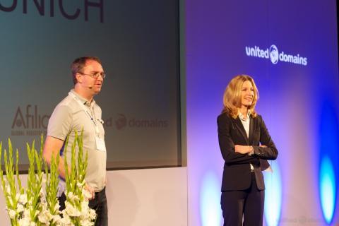 newdomains 2013 - Jordyn Buchanan (Google Inc.) mit Melina Crane