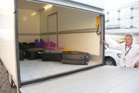 Flygæster får hentet deres bagage i hjemmet
