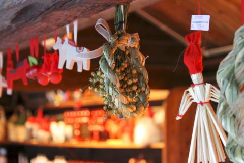 Julpynt på julmarknaden. Foto Maria Johansson.