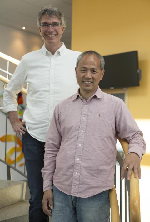 Biträdande professor Per Backlund och lektor Jianguo Ding