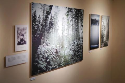 """Kom og hør den personlige fortælling om fotoudstillingen: """"Langt fra Verden"""""""