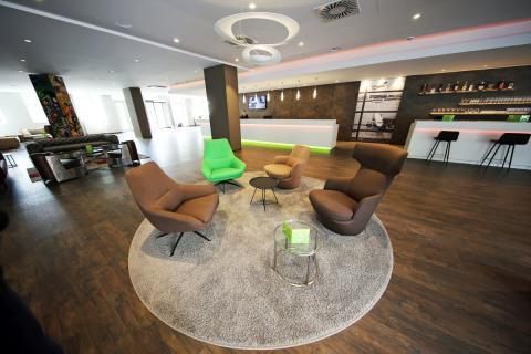 Die großräume Lobby des Travel24
