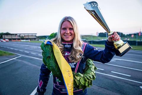 Kartingseger gav Jessica Bäckman V8 Thunder Cars-test