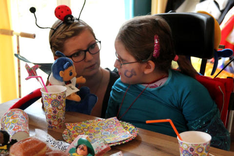 """Ein """"Maari"""" für jedes Kind: Bärenherz erhält 50 Trostspender von der Deutschen Krebshilfe"""