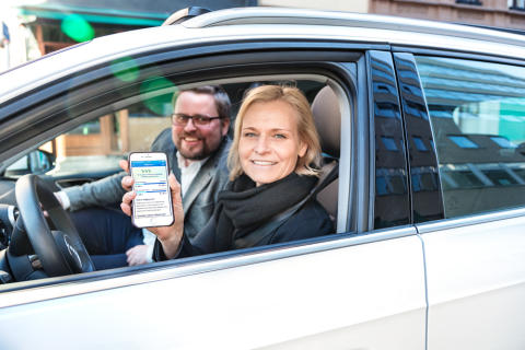 FRA NULL TIL 100 000. Kjell-Jakob Krohn, innovasjonsleder i SpareBank 1 Forsikring, og interaksjonsdesigner Hilde Hannestad i Sopra Steria trår gassen i bånn for at Spinn skal nå 100 000 brukere innen utgangen av 2018.